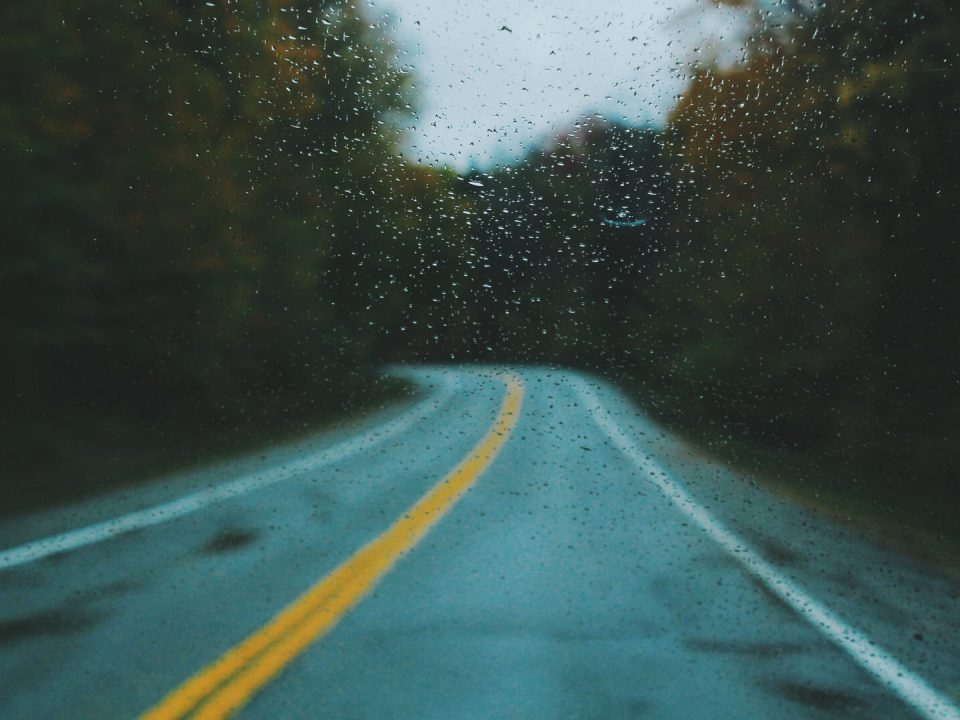 eine verregnete Straße
